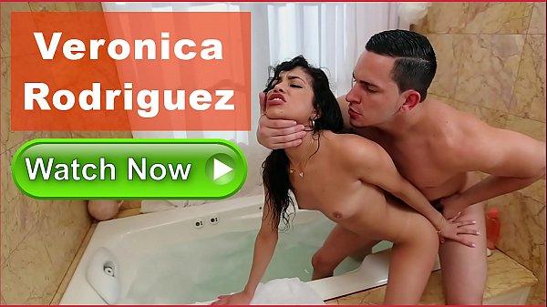 Bucetas com boa foda com Verônica Rodriguez na banheira de hidromassagem