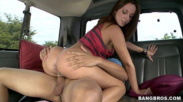 Pornor sexo amador com Jada Stevens transado com instrutor do Detran