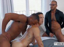 Gay virou novinha putinha de dois homens