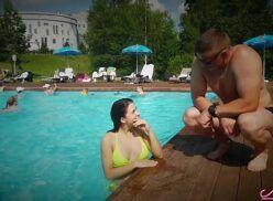 Gostosa fazendo sexo amador na piscina do redtube..com