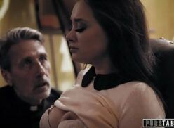 Video de sexo em hd padrasto masturbando a enteada