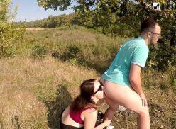 Mulher lambendo o cu do homem