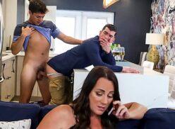 Filme porno gay brasileiro dando o cu pro irmão da esposa